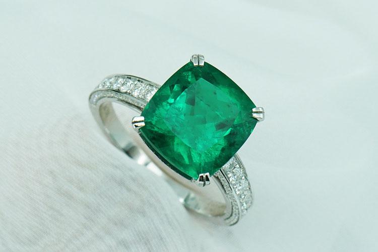Emerald Ring 885$