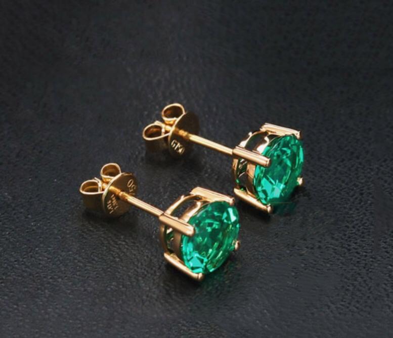 Emerald Ear Stud 210$
