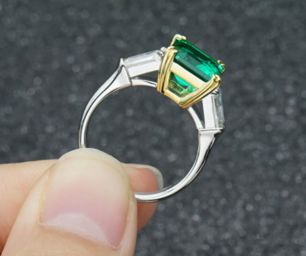 Emerald Ring 515$