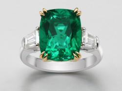 Emerald Ring 640$